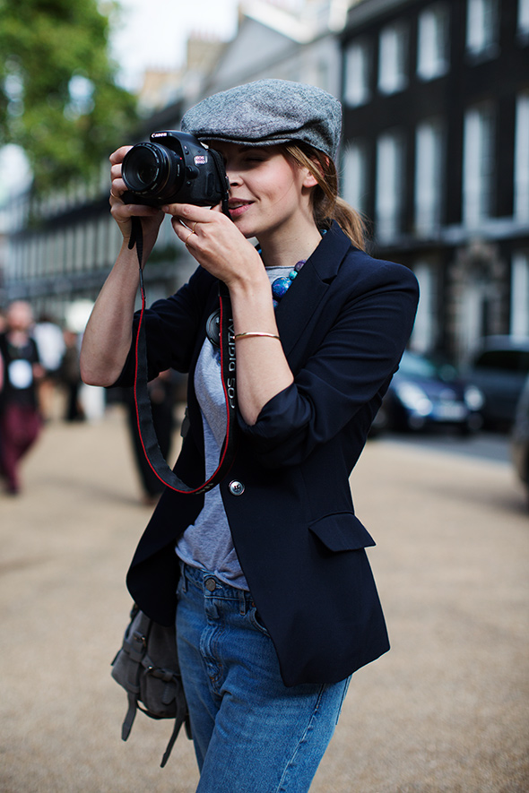 credit photo: http://www.thesartorialist.com/photos/all-the-pretty-photographers-london-3/