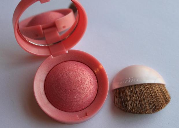 Credits: http://www.alittleobsessed.co.uk/2011/01/bourjois-rose-dor-blush.html